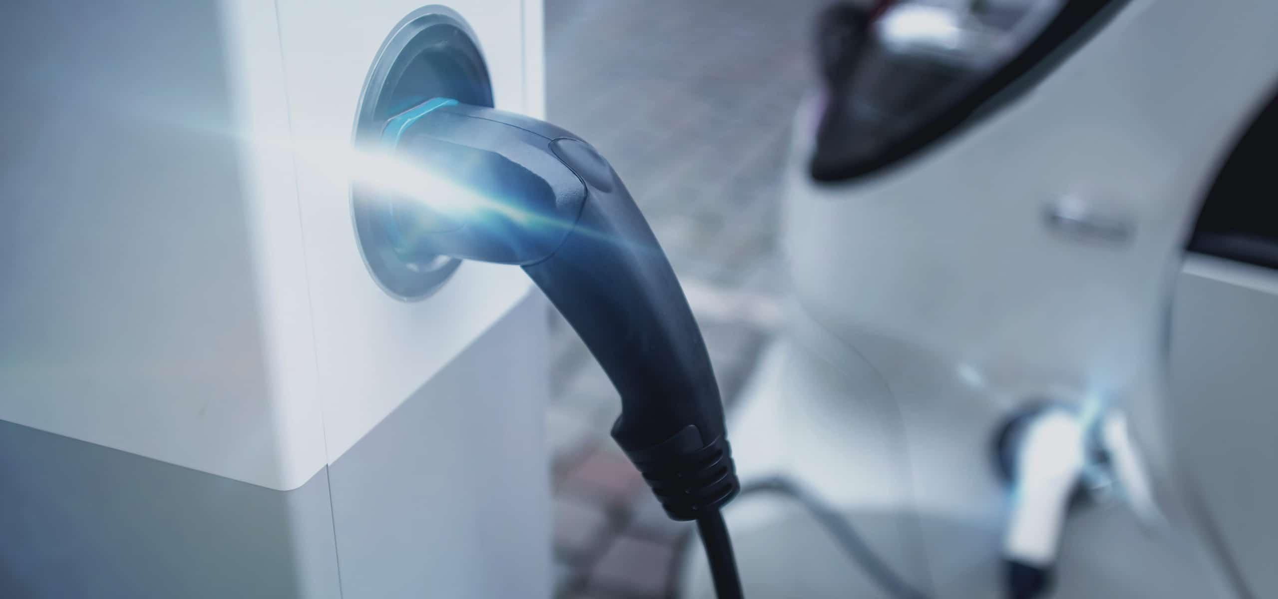 Één op de tien auto's elektrisch in 2020